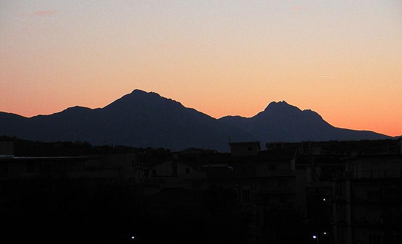 800px-La_Bella_Addormentata_Gran_Sasso_d_Italia_02